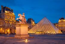 ve-dep-cua-vien-bao-tangLouvre-Paris-Phap