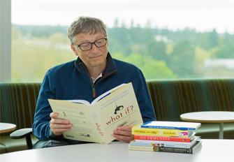 Bill-Gates-doc-sach