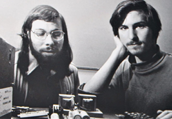 Steve-Jobs-va-Steve-Wozniak